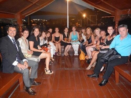 Les agents de voyages participants à l'eductour de Climats du Monde en Thaïlande sur une jonque sur le Chao Praya - Photo DR