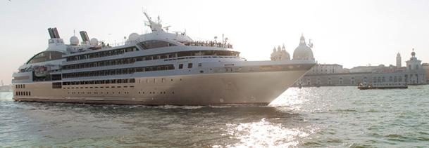Le Soléal a pris le large, le 1er juillet 2013, pour sa première croisière de Venise à Barcelone - DR : Philip Plisson