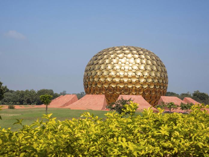 Matrimander, ubicado en el centro de la ciudad, Oroville, Pondicherry, Tamil Nadu - Depositphotos.com RealityImages