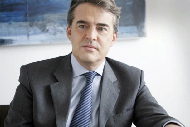 Alexandre de Juniac, qui prend la Présidence du groupe AF/KLM, veut garder son salaire de Président. Une mesurette… alors qu'il y a tellement de choses à faire, et en premier lieu, ne pas faire payer au client le manque de compétitivité dont souffre Air France... /photo dr