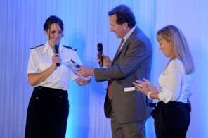 A gauche : Commandant Emmanuelle Jarnot, au centre : M. Jacques Pfister, Président de la CCI de Marseille - Photo DR