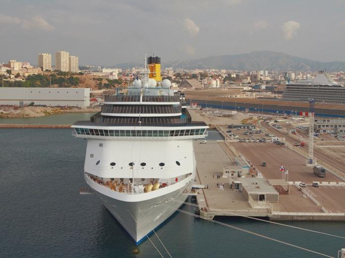 """La demande est faite par Saïd Ahamada, rapporteur spécial """"Affaires maritimes et Ports"""" à l'Assemblée nationale concernant la restriction du nombre de bateaux de croisières à Marseille - Depositphotos @photobeginner"""