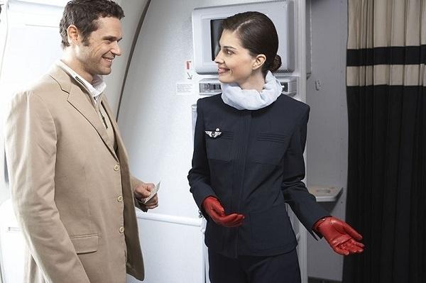 Les hôtesses de l'air arrivent largement en tête au classement des professions qui font fantasmer les hommes - Photo Air France