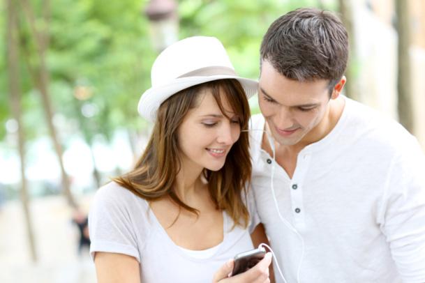 Les villes et musées de taille modeste peuvent proposer une expérience sur mobile à leurs visiteurs grâce aux nouvelles solutions à moindre prix - Crédit : © goodluz - Fotolia.com
