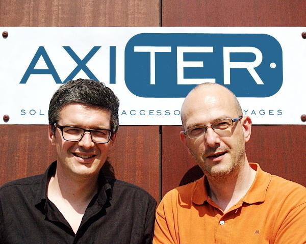 Christophe Meinen et Nicolas Weinmann présentent Axiter, un concept commercial unique de distribution d'accessoires de voyage, solution « clé en main » dédiée aux  agences de voyages.