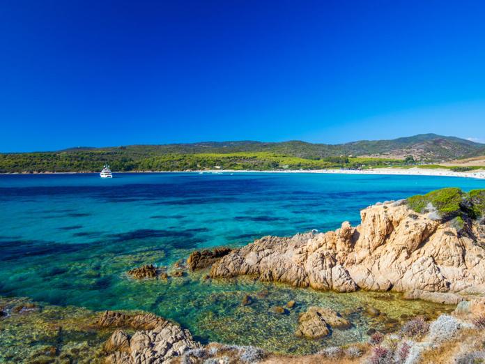 Pour aller en Corse les voyageurs pourront utiliser le pass sanitaire dès le 9 juin - Depositphotos.com gevision