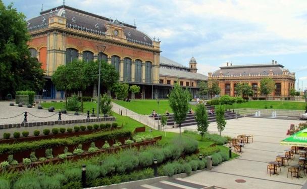 Budapest regorge de petits chef d'oeuvre architecturaux, tels cette gare de chemin de fer réalisée par Eiffel...  /photo JDL