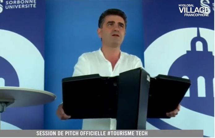 Marc Lionel Gatto, commissaire général du Village Francophone, amorce le pitch des candidats start-ups tourisme
