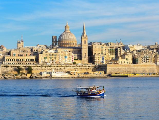 Malte propose un chèque cadeau de 100 € à dépenser dans les restaurants, les magasins, ou chez les prestataires de services - Depositphotos.com slava296