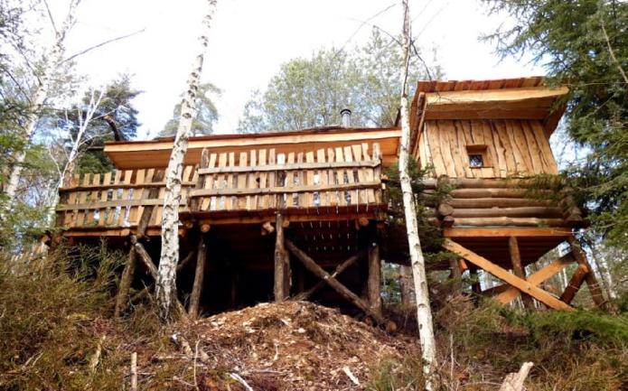 Construits en douglas, robinier, ou châtaignier, les hébergements atypiques du domaine des Cabanes du lac de Pierre-Percée proposent une expérience de retour à la nature - DR : Massif des Vosges, Cabanes de Pierre-Percée