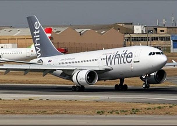 L'aéroplane de la brésilienne White Jets, contrôlé par les responsables de la DGAC en Guadeloupe, n'est pas dans un état folichon pour voler. Une fissure au niveau d'un moteur, d'après ce que m'indiquait Romain Papy, patron d'Air Partner... /photo dr