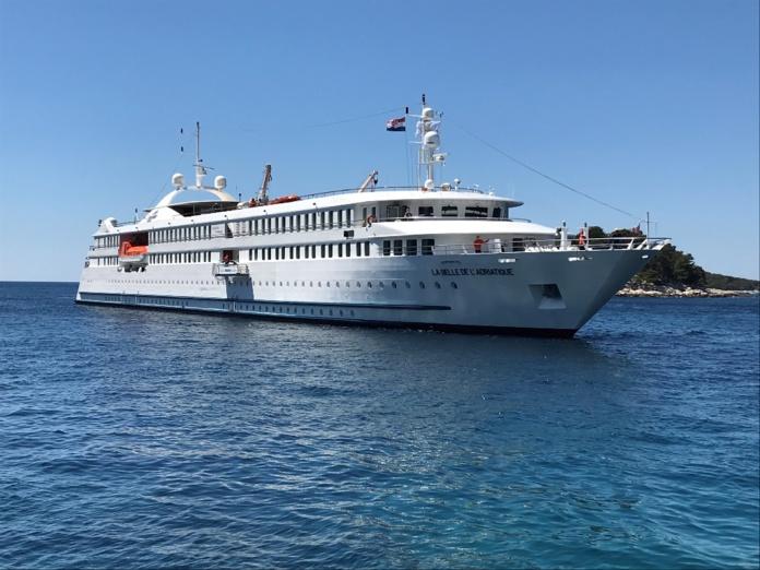 La silhouette de La Belle De L'Adriatique dans les eaux croates - Photo JLR