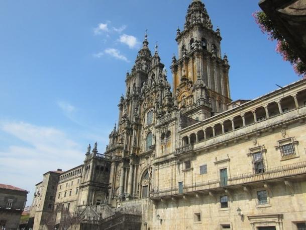 La façade en granit de la cathédrale de Saint Jacques de Compostelle - DR : LAC