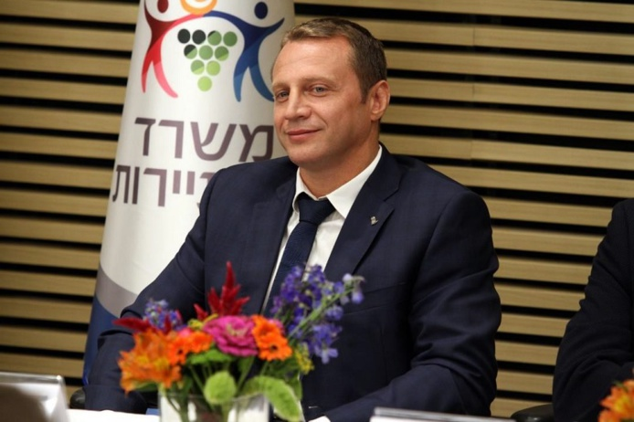 """Yoel Razvozov, nouveau Ministre Israélien du Tourisme : """"Ma première tâche est d'élaborer un schéma correct et efficace pour l'assouplissement des conditions d'entrée des touristes en Israël"""" - DR : Moshe Hermon, Benovich Communications"""