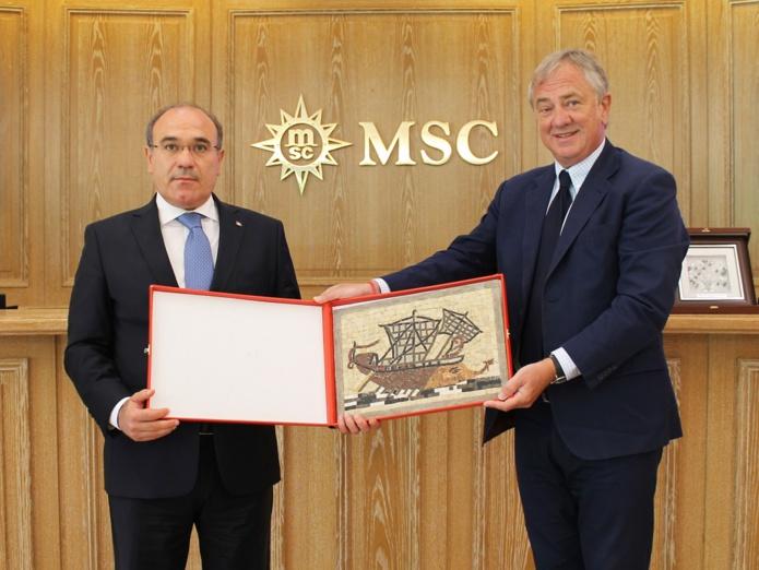 Habib Ammar, Ministre Tunisien du Tourisme et Pierfrancesco Vago, Président Exécutif de MSC Croisières, au siège de la compagnie à Genève - DR : MSC Croisières