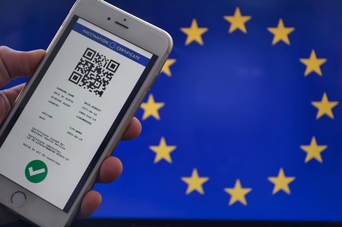 L'Assurance maladie a mis en ligne le système qui permet d'obtenir un certificat covid européen qui permet d'obtenir un QR Code et facilite les contrôles lors des voyages - DepositPhotos