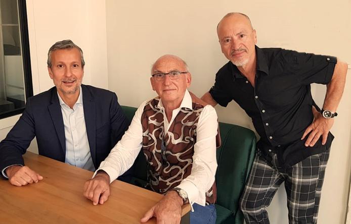 Hervé Bellaïche (gche) accueilli par Marc Thépot (centre) et Jean da Luz (dte) /photo dr