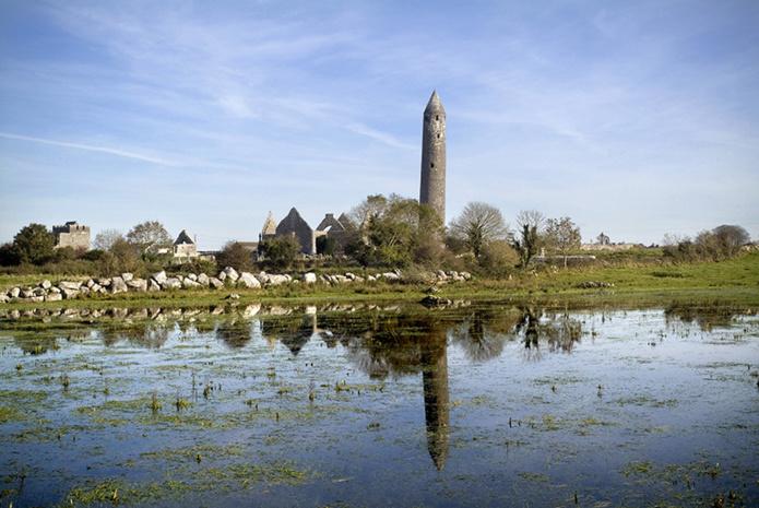 Monastère de Kilmacduagh ©Tourism Ireland