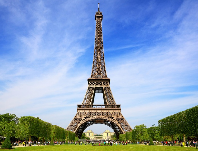 """""""Les équipes de la tour Eiffel sont impatientes de pouvoir accueillir à nouveau les visiteurs à partir du 16 juillet."""" - DR : DepositPhotos, WDGPhoto"""
