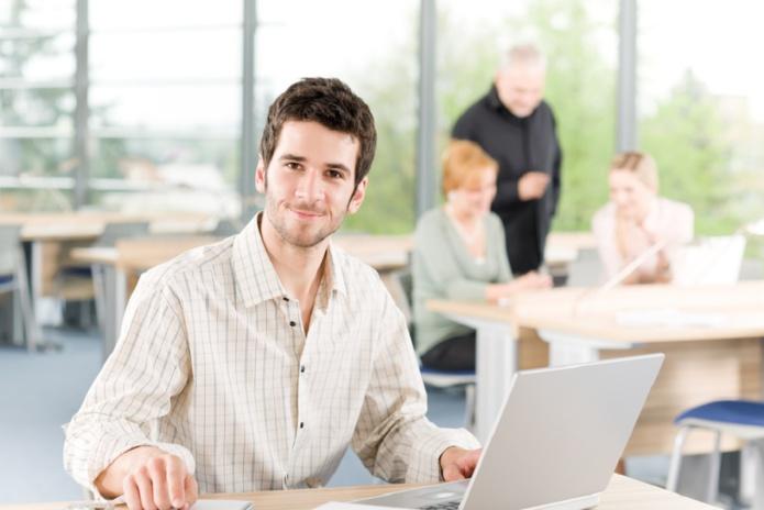 Le gouvernement a accordé une aide exceptionnelle aux entreprises pour les embauches d'alternants, dont les contrats sont signés avant le 31 décembre 2021. - Depositphotos