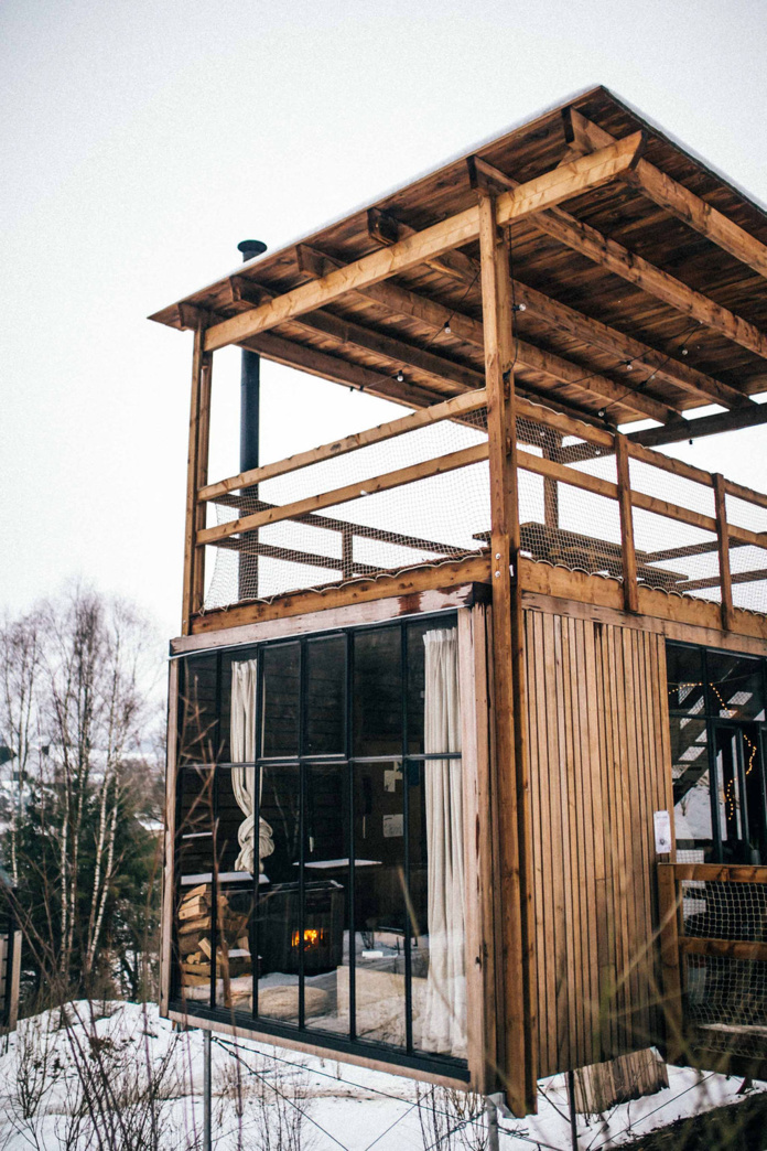 Les 37 Tiny House du village, équipées de meubles en matériaux recyclés et d'une superficie pouvant aller jusqu'à 35 m2 chacune, sont éco-construites à partir de bois issus de productions durables et européennes, situées à une cinquantaine de kilomètres du domaine - DR