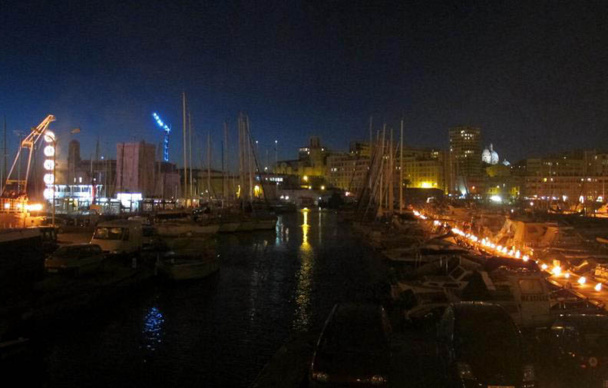 Les événements populaires autour de l'année Capitale ont rassemblé des centaines de milliers de personnes. Ici le Vieux Port entre flammes et flots - DR : JDL