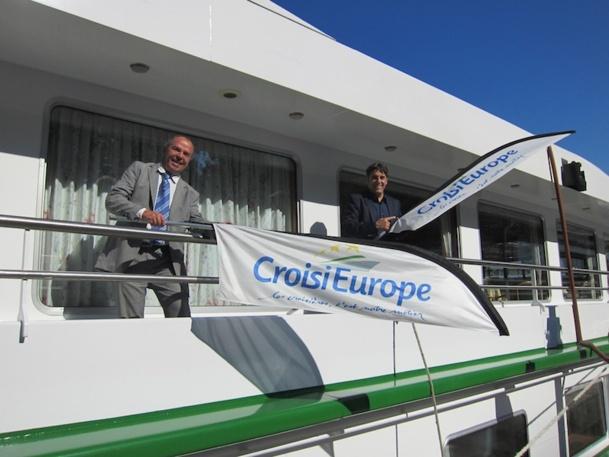 Christian Schmitter, le PDG de CroisiEurope accompagné par Eric Collange, le directeur commercial. DR