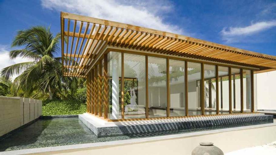 """""""Chaque villa marie design épuré et matériaux nobles pour s'intégrer parfaitement à son environnement, donner une impression de camouflage ultime et de transparence naturelle. On a vraiment l'impression de vivre une aventure de Robinson Crusoé... moderne."""" @DR/Park Hyatt"""