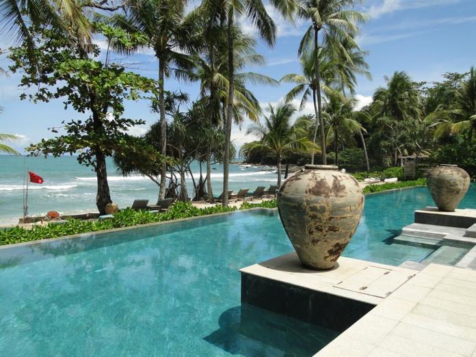 Phuket, île paradisiaque, reste ouverte aux touristes vaccinés grâce au programme « PhuketSandBox » - Photo CH