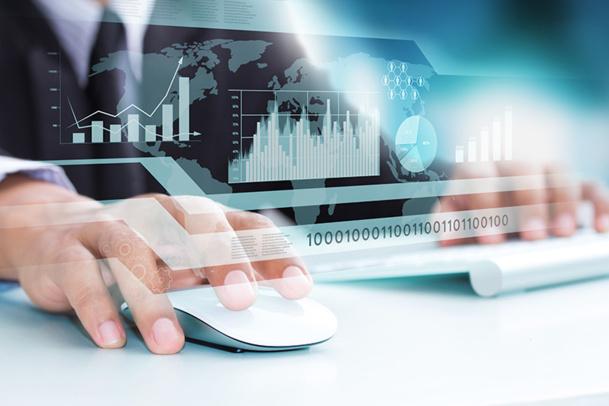 La principale mission du technicien back-office input est la saisie des éléments de stocks et prix de vente dans le système informatique de l'entreprise - © Warakorn - Fotolia.com
