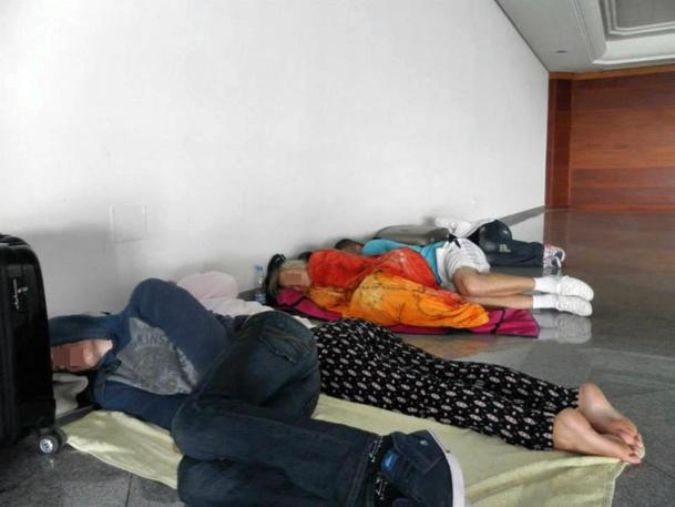 """« Il restait risqué de dormir dans les chambres, nous avons donc décidé de tous nous réunir dans le hall des hôtels pour notre sécurité..."""" /photo dr"""