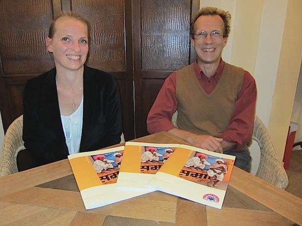 Christophe Sentuc, le directeur de Terre Voyages, accompagné par Frédérique Mazuir, présentent leur nouvelle brochure dédiée à l'Inde, la 8e destination du TO. DR