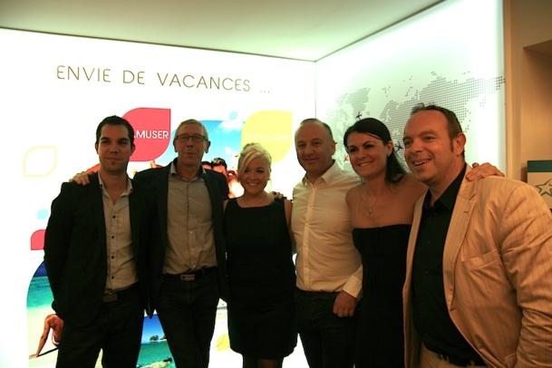 L'équipe de Look Voyages prend la pose à l'intérieure de la nouvelle agence du TO, dans le quartier de la Bastille. DR