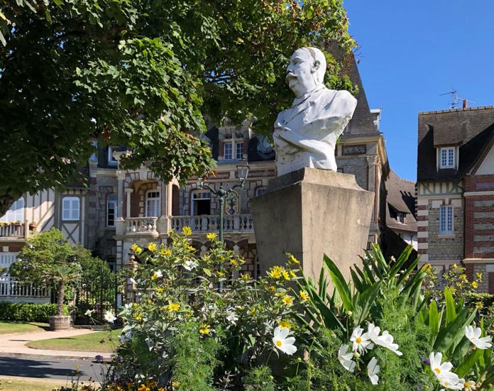 La villa Argentine et le buste de Charles Bertrand © Claire Lesourd