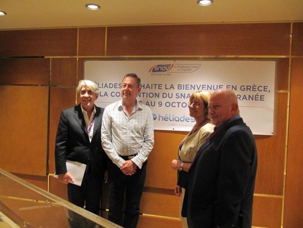 De gauche à droite : Lucien Salemi, Président du SNAV Méditerranée, Jean Brajon, patron d'Héliades, Agnès Vaffier, Présidente de l'AFLYHT et Raoul Nabet, Président de l'APST. Tous les quatre ont prononcé un discours dans le cadre de l'ouverture de la deuxième convention du SNAV Méditerranée en Grèce - Photo P.C.
