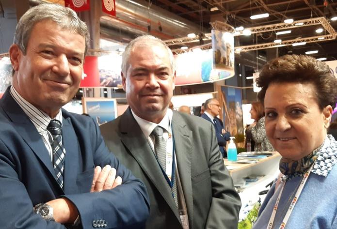 A Top Resa, Lotfi Mani directeur central de la Promotion (à gauche), Sami Gharbi directeur pour la France et Désirée Haddad Bellaïche. Elle fut la première hôtesse de l'air tunisienne. C'était en 1962. MS.