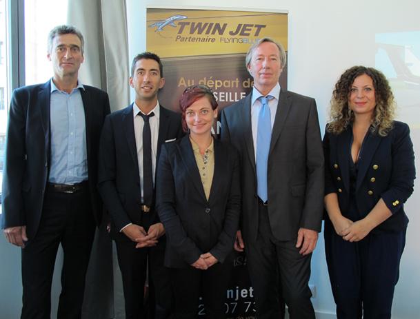 Yvan Hervé, DGA de Twin Jet, entouré d'une partie de son équipe, est venu présenter l'ouverture de la ligne Marseille-Milan, dans la cité phocéenne - DR : A..B.