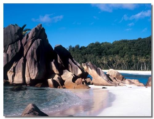 La « vraie expérience Seychelles » peut être obtenue à partir de 2000 euros par personne vol inclus, un combiné 2 îles et 7 nuits en demi pension.