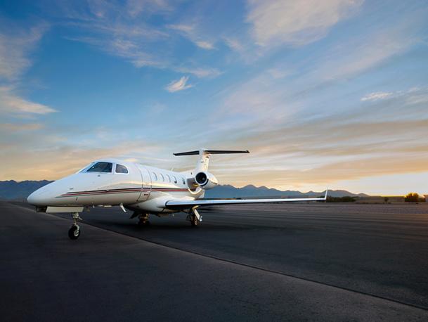 Le Phenom 300* Signature Series™ d'Embraer a une autonomie de 2 718 km, soit un peu plus de trois heures et de demie de vol - DR