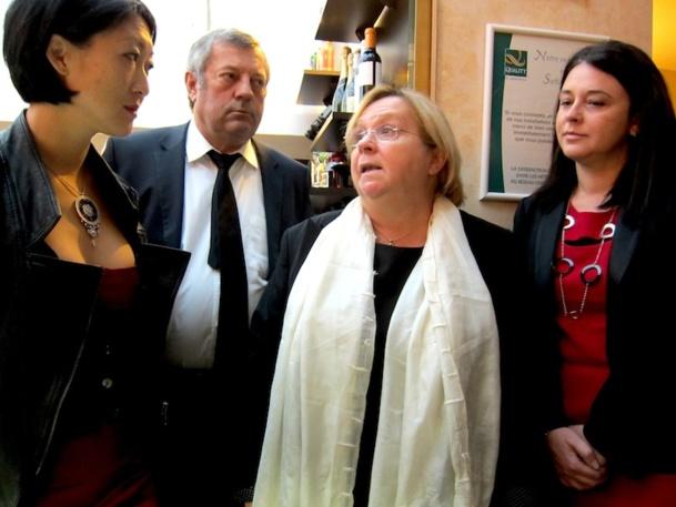 Sylvia Pinel et Fleur Pellerin ont rencontré  Evelyne Maes, propriétaire du Quality Hotel Abaca Messidor Paris 15 pour échanger sur le problème des agences en ligne. DR