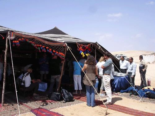 A Ras Mohamed, après la plongée, déjeuner sous la tente, les pieds dans le sable