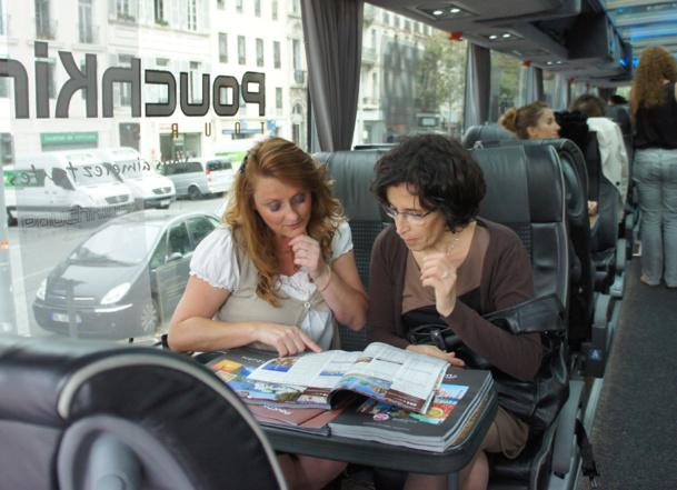 Chaque exposant disposait d'un club 4 pour accueillir les agents de voyages directement à bord de l'autocar Royal Class de Salaün Holidays. - CE
