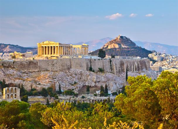 Aegean est la plus ambitieuse, avec sept nouvelles routes au départ de France. Elle renforce sa desserte sur Paris, avec 5 vols au lieu de 3 sur Athènes et deux vols hebdo sur Rhodes et sur Kalamata - Photo sborisov - Fotolia.com