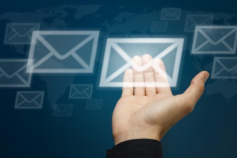 Ne jamais envoyer de messages sans l'autorisation préalable du destinataire.   Le droit des destinataires est infaillible dans ce domaine et vous devez respecter les lois en vigueur suivant les pays des destinataires © buchachon - Fotolia.com