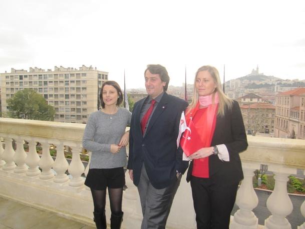 Erhan Ipek (au centre) se félicite du succès du lancement de la laison entre Marseille et Istanbul - Photo P.C.