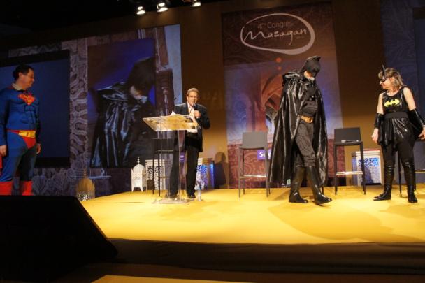 Live Selectour Afat : Superman et Batgirl entrent en scène