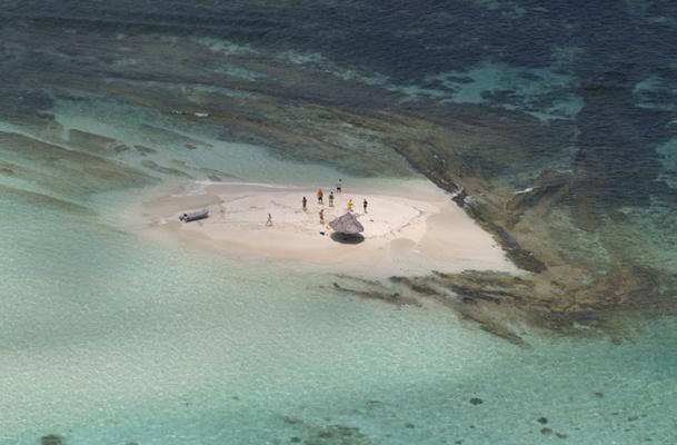 Pour rejoindre l'île Mopion, vos clients les clients embarqueront sur un petit bateau qui emprunte un itinéraire digne d'une carte postale - DR : Palm Island Resort