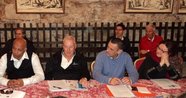 Bruno James Directeur du CRT PACA (en bleu), entouré des représentants des stations de montagne des Alpes du Sud - CE