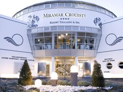 Pour les fêtes de fin d'année, le Miramar Crouesty brille de mille feux. Soirée dansante, feu d'artifice, soins à l'or, etc... pour accueillir 2014 en toute zénitude - DR