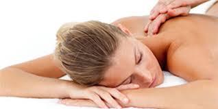 De plus en plus en vogue, le massage aux fleurs de Bach a notamment des effets anti-anxiogènes et relaxants. ©DR.